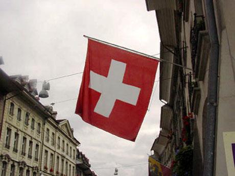 Banderas del mundo roja con cruz blanca