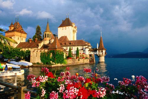 Castillo Oberhofen, una postal sobre el lago Thun