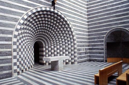 Altar en la Iglesia de Mogno