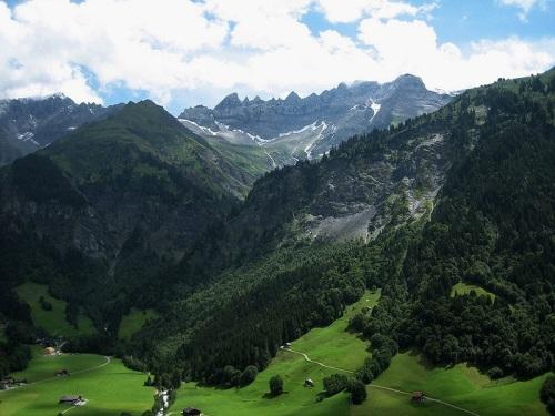 Valle de Sernftal cerca a Elm
