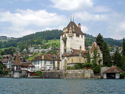 Castillo Hunnegg en Thunersee