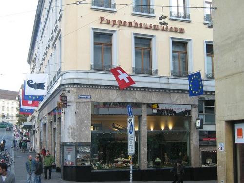 Muñecas y antigüedades en Basilea