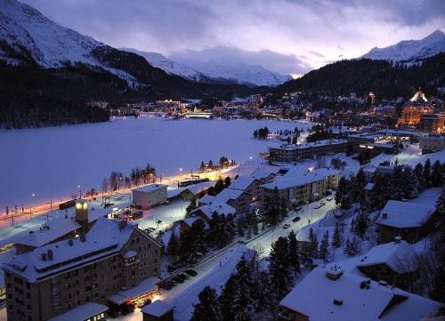 El verano en el resort de St. Moritz