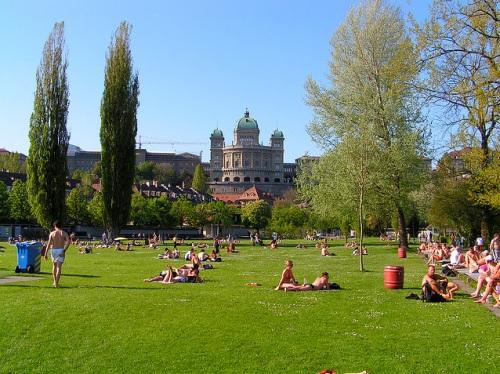 Sol, playas y piscinas en el verano de Berna